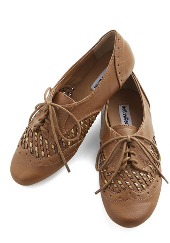 Sprinkling of Shimmer Flat in Tan - Flat, Faux Leather, Tan, Solid, Menswear Inspired, Vintage Inspired, 20s, Good, Lace Up, Variation, Woven