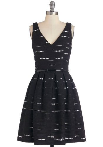 Total Ellipsis of the Heart Dress - Black, White, Cutout, Belted, Party, A-line, Sleeveless, Better, V Neck, Mid-length, Knit, Exposed zipper, Pleats