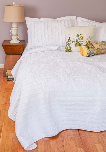 White and Day Quilt Set in King - Cotton, Woven, White, Ruffles, Boho, Best, Solid