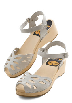 Butterfly Enclosure Wedge in Grey