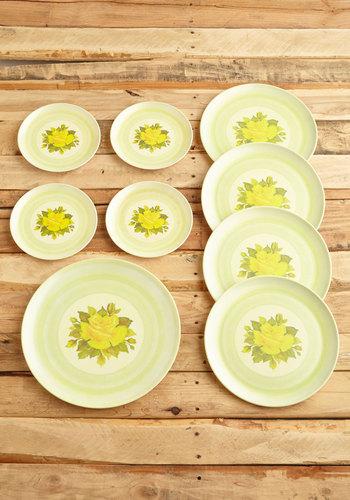 Vintage Exquisite Cuisine Plate Set