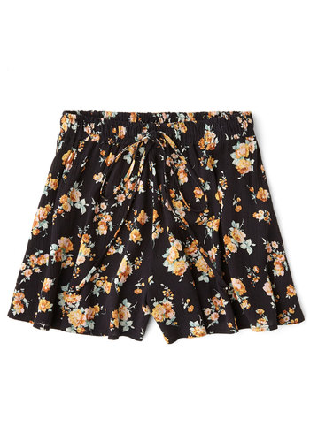 Sweet at Sunrise Shorts - Good, Mid-Rise, Black, Non-Denim, Short, Black, Floral, Daytime Party, Beach/Resort, Summer, Casual, 90s, Spring, Cotton, Vintage Inspired