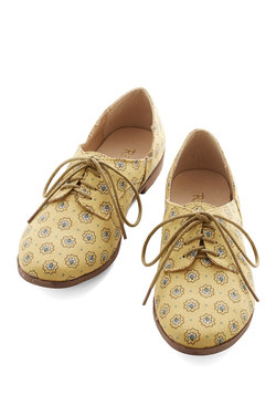Step Rally Flat in Yellow
