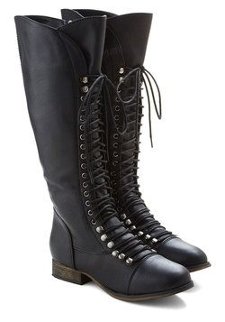 Follow the Cedar Boot in Black