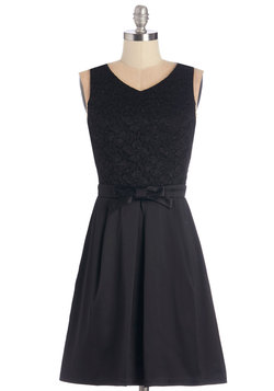 Entrance of Elegance Dress in Noir