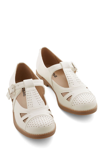 Gotta Jetset Flat - Low, Faux Leather, White, Solid, Cutout, Casual, Good, Mary Jane
