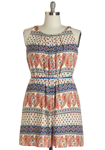 Great Wavelengths Dress in Paisley - Plus Size