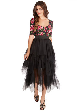 Fashionable Admiration Skirt in Noir