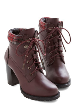 Street Style Fashion Show Bootie in Wine
