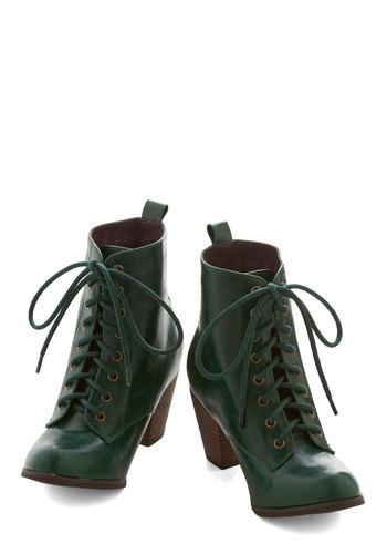 Step It Upright Bootie in Emerald