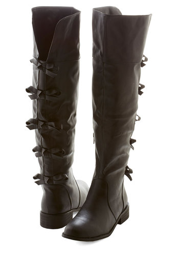 A Row of Bows Boot