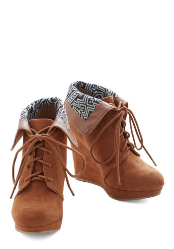 Telluride a Story Bootie in Cinnamon