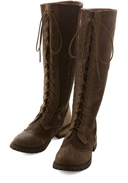 Stylish Amalgam Boot in Brown