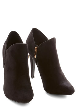 Strut and Stroll Bootie in Black