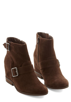 Gallery Greeting Bootie in Brown
