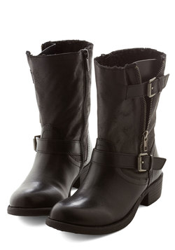 Stride Open Spaces Boot in Black