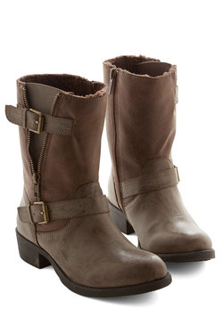 Stride Open Spaces Boot in Taupe