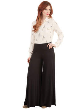 Luxuriously Laid-back Pants in Black