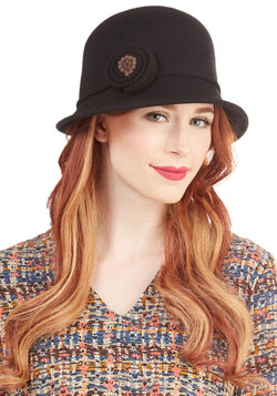 Train and Simple Hat in Black
