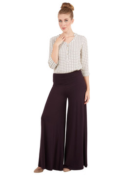 Luxuriously Laid-back Pants in Fig