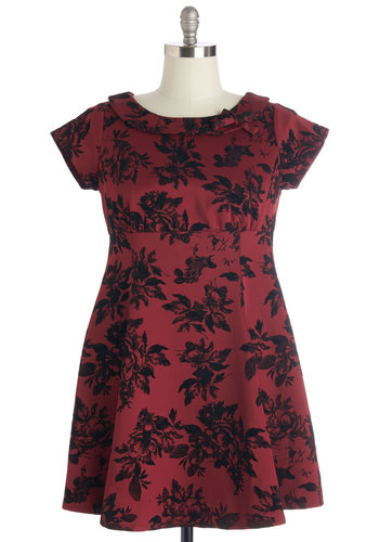 Tickling the Ivories Dress in Floral - Plus Size
