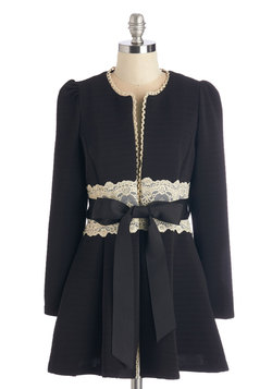 Virtues of Victorian Vogue Coat in Noir