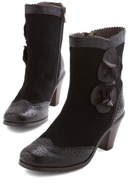 Estate of Affairs Boot in Noir