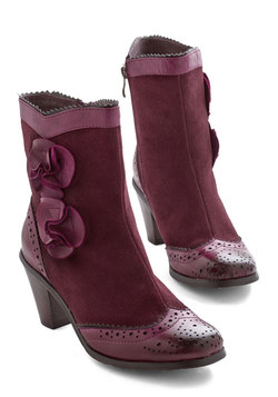 Estate of Affairs Boot in Wine
