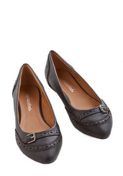 Unmatched Charm Flat in Black