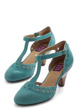 Elegance in its Prim Heel in Turquoise