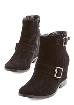 Gallery Greeting Bootie in Black