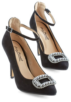 Me and My Pearls Heel in Black