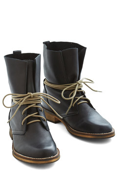 Out to Whimbrel Boot in Black