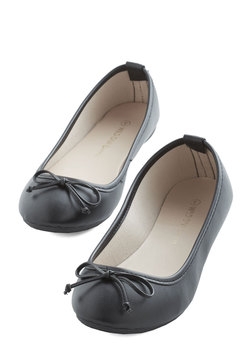 Jaunty Saunter Flat in Black