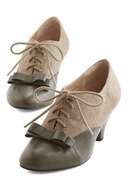 A Sheen Sweep Heel in Olive