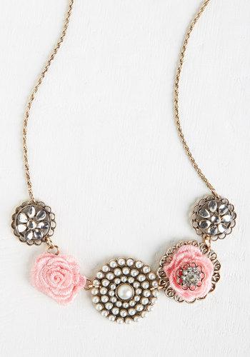 Rosette Quintet Necklace in Rose