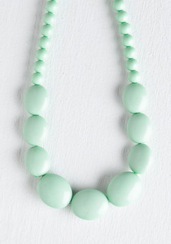 Bright and Baubly Necklace in Mint