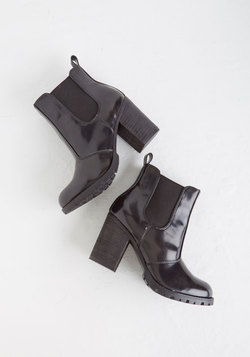 Fashion in Action Bootie in Onyx