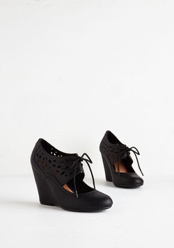 Shape Up Your Day Wedge in Black