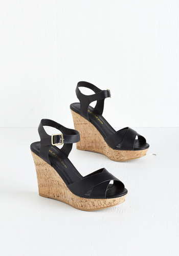Par for the Corks Wedge in Black