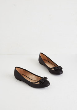 Swing Into Spring Flat in Black