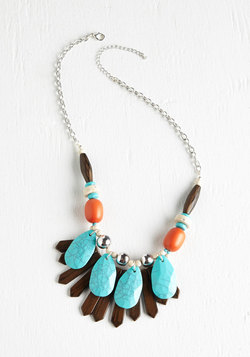 The Inlet Crowd Necklace