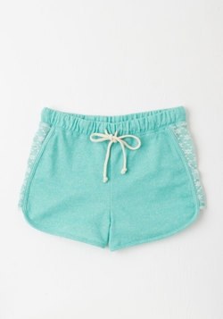 Laid-back in the Day Shorts in Turquoise