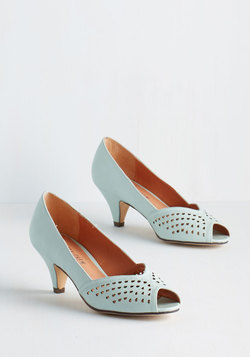 An Elegant Occasion Heel in Mint