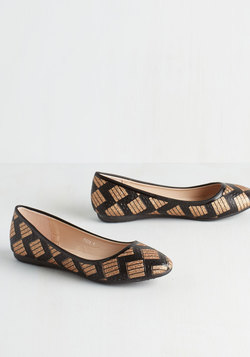 Chevron the Right Track Flat in Black