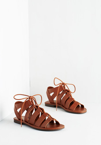 Tie it Out Sandal in Cognac