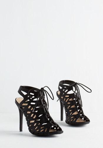 Allow Me to Demonstrate Heel in Noir