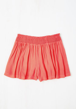 Discovery Little Thing Shorts in Coral