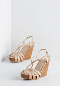 Brunette Wedge in Beige