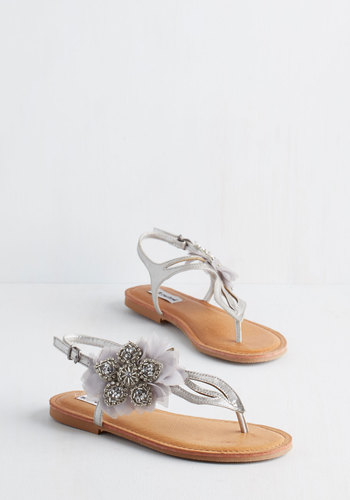 Flat's the Spirit! Sandal in Silver
